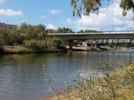 Yarkon River and Park Hayarkon: Яркон