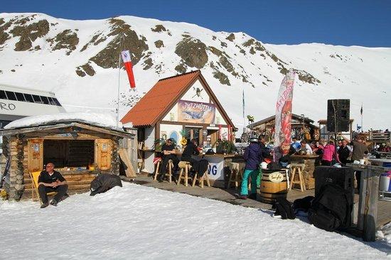 Jatzhutte: Bar area