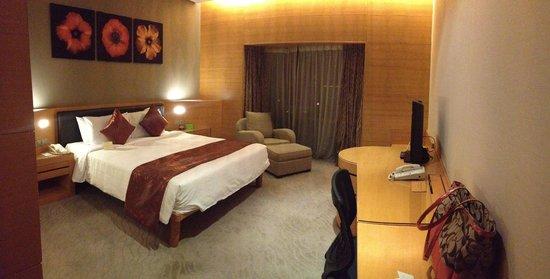 เดอะการ์เด้น โฮเต็ล แอนด์ เรสสิเดนซ์: Clean and spacious room