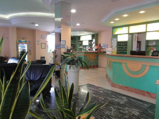 Hotel Venezuela: Nella hall e nella terrazza del bar è possibile usufruire gratuitamente del SERVIZIO WIFI per il