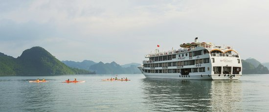 Starlight Cruise Halong Bay - Day Tour: Kayaking