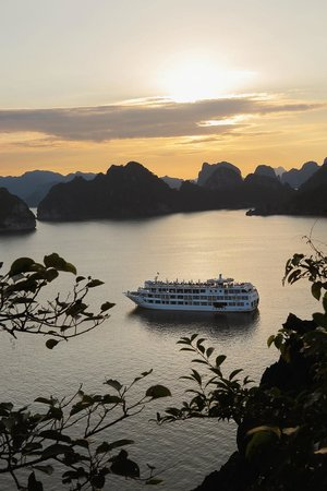 Starlight Cruise Halong Bay - Day Tour: At dusk
