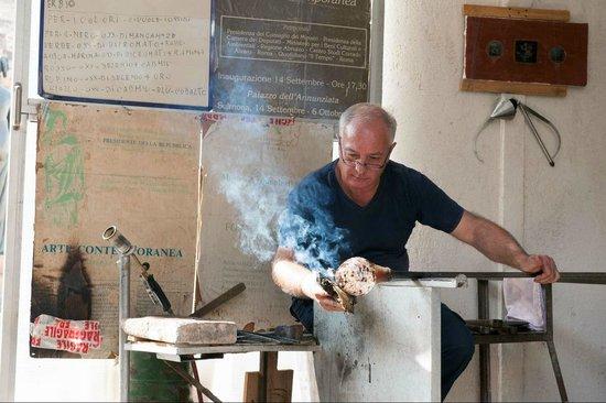 Glass Factory Colleoni: Vaso, forgiatura