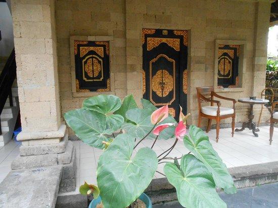 โรงแรมบาหลี อากุง วิลเลจ: l'entrée de la chambre