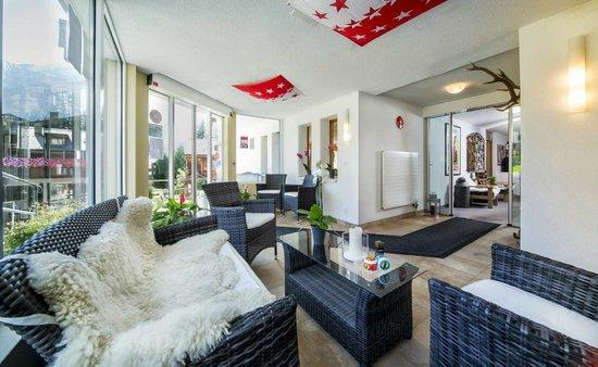 Hotel Artemis: Lounge