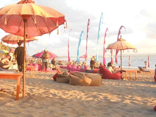 โรงแรมบาหลี อากุง วิลเลจ: la plage de Seminyak