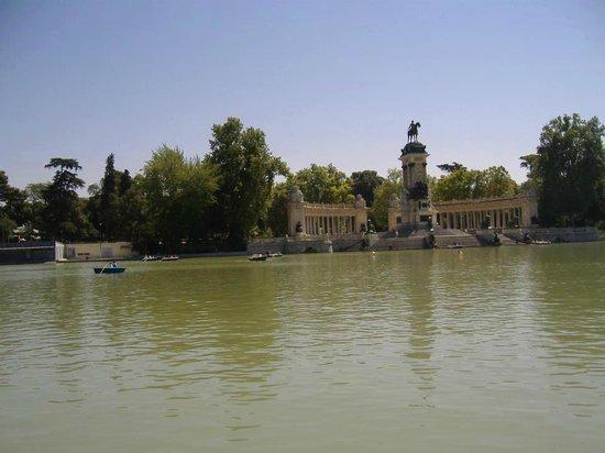 เรติโรปาร์ค: estanque del palacio del retiro