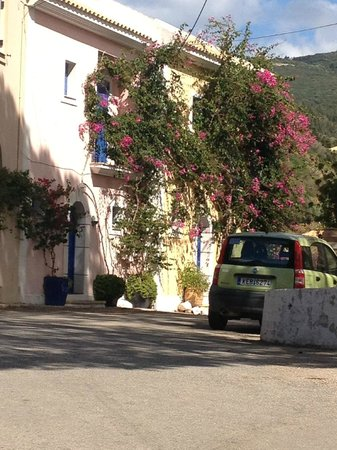 Kefalonia Bay Palace: Assos street