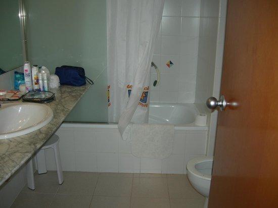 Golden Donaire Beach Hotel: Hotel bathroom