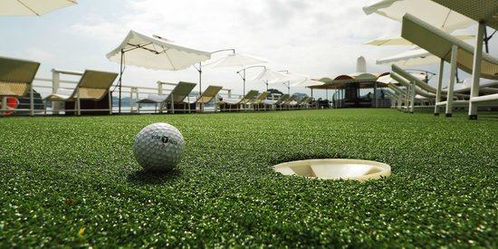 Starlight Cruise Halong Bay - Day Tour: Mini golf on Sundeck