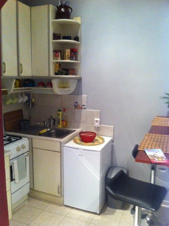 Bebop Hostel and Apartments: Kitchen