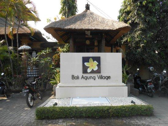 โรงแรมบาหลี อากุง วิลเลจ: l'entrée de ll'hotel
