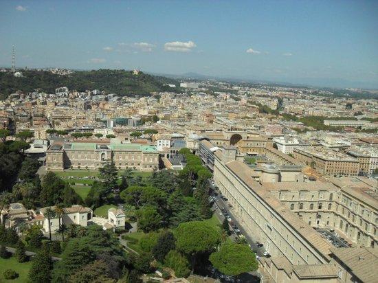 Cupola di San Pietro: Вид на Ватиканские музеи