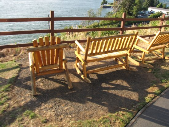 Best Western Plus Columbia River Inn: Summer seating