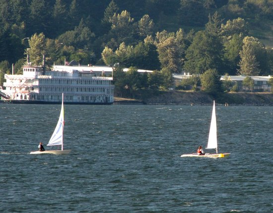 Best Western Plus Columbia River Inn: On the river