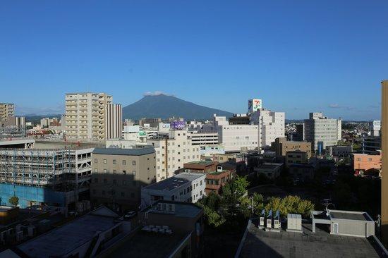 Mt. Iwaki: ホテルの部屋からの岩木山