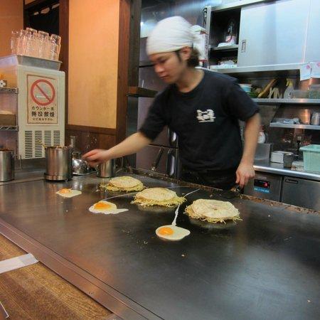 Okonomiyaki Nagata-ya: Making Okonomiyakis