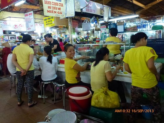 Eating stall in Ben Thanh Market