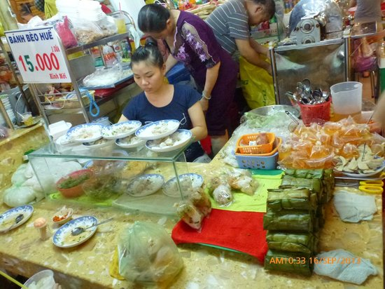 Ben Thanh Market: Stall selling Banh Beo Hue VND15,000