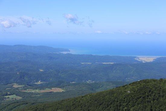 Mt. Iwaki: 8合目からの景色、鰺ヶ沢方面
