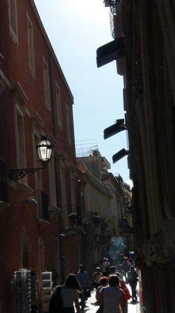 Taormina Tour - Day Tours: una parte della via principale di Taormina, Umberto I