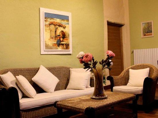 Tenuta Montezeglio: Salotto Hotel