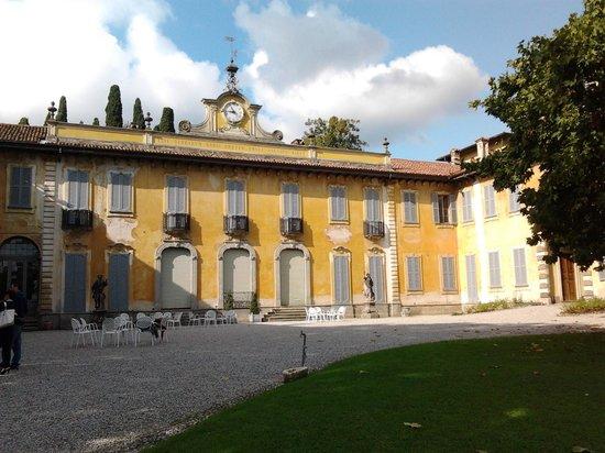 Olgiate Molgora, Italie : facciata della villa