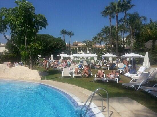 BlueBay Banus: Relaxing by the pool.