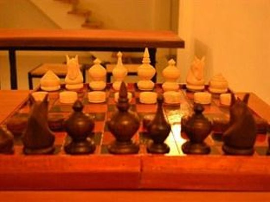 One Stop Hostel Phnom Penh: Cambodian chess game