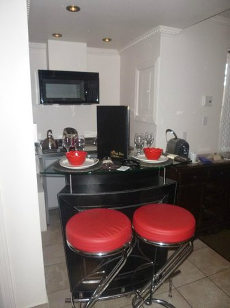 Hotel Kutuma: Little kitchenette