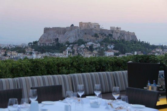 Hotel Grande Bretagne, a Luxury Collection Hotel, Athens: View over acropolis from roof top restaurant
