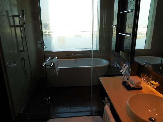 InterContinental Dubai Festival City: our bathroom
