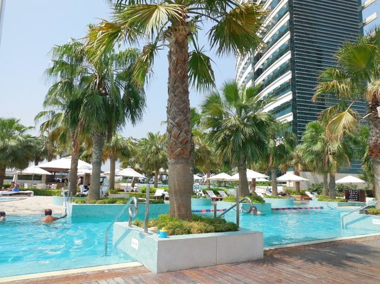 InterContinental Dubai Festival City: Pool area