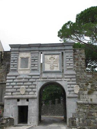 Castello di Gorizia: Porta Leopoldina (entrata al Borgo)