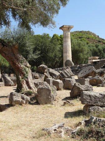แองเชี่ยน โอลิมเปีย (อาร์ไชย่า โอลิมเปีย): Temple of Hera is where the Olympic flame is lit and then taken by runners to light the torch.