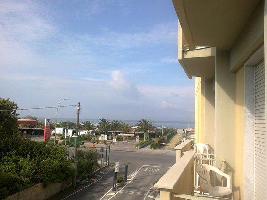 Savoy Hotel: Blick vom Balkon zum Strand