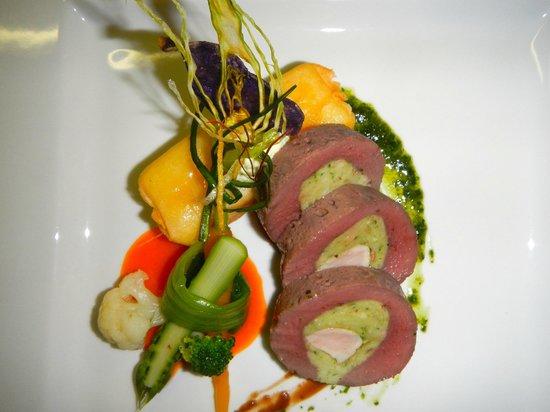 Hotel Restaurant Urweider : Duett vom Lamm- und Schweinefilet mit geräuchertem Kartoffelmousse