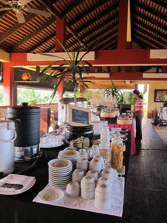 Siddharta Boutique Hotel: 朝食の様子。種類はそれほど多くないが、味は悪くない
