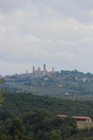 Il Rosolaccio: Вид на Сан Джиминьяно