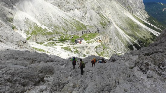 Rifugio Re Alberto: Way down from Rif. Re Alberto is also not that easy