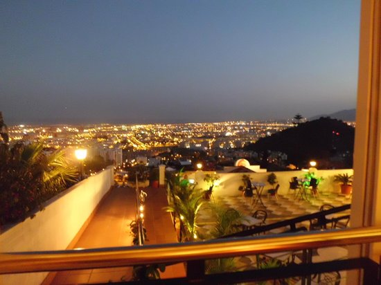 Hotel Villa Guadalupe: View over the town at night