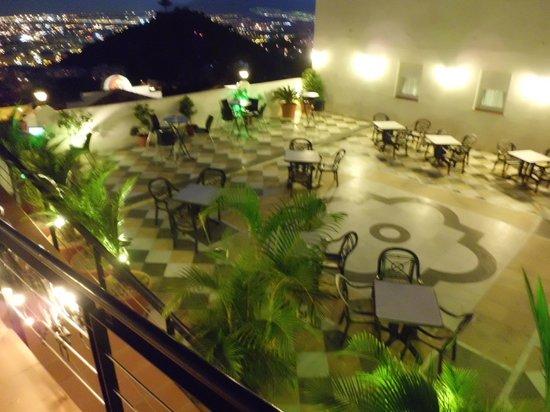 Hotel Villa Guadalupe: Outside terrace bar