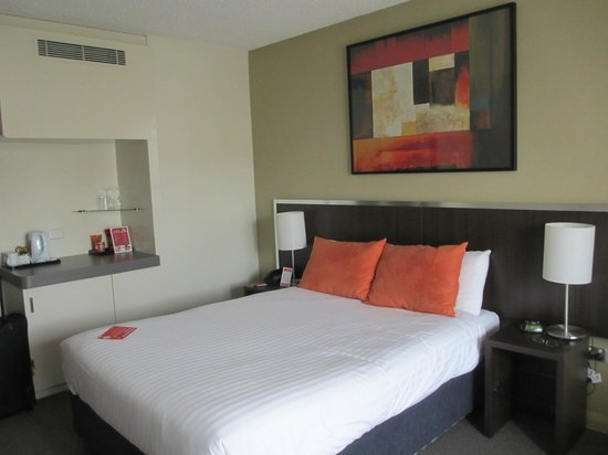 Travelodge Hotel Perth: Comfortable bed