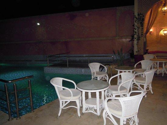 Hotel Lawrence d'Arabie: Piscine de nuit
