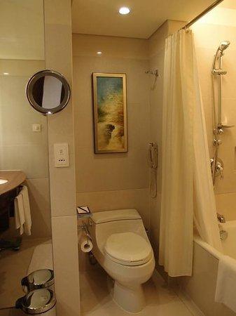 Shangri-la Hotel Shenzhen: バスルームです。