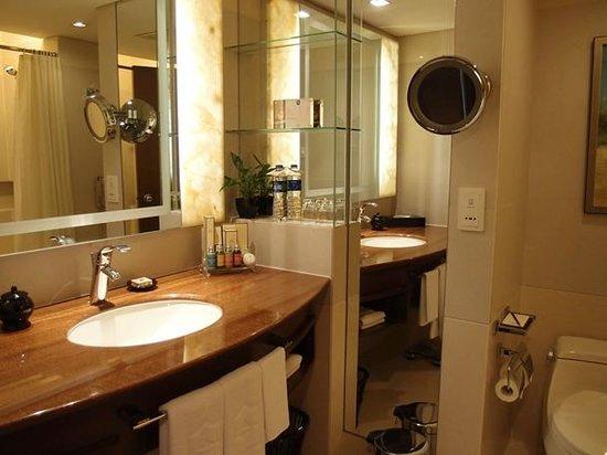 Shangri-la Hotel Shenzhen: 洗面台です。