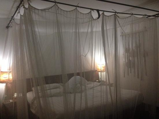 Keekorok Lodge-Sun Africa Hotels: habitación por la noche