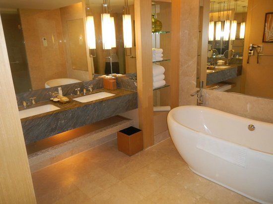 Marina Bay Sands: Bathroom