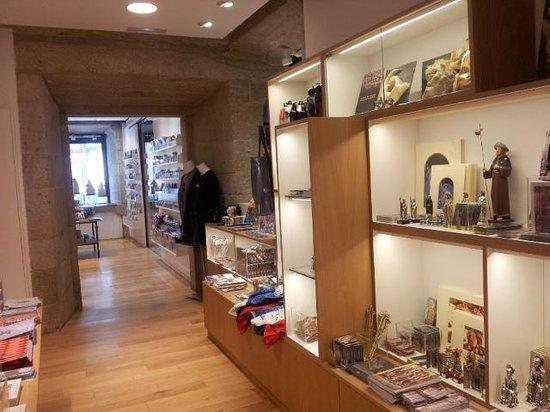 Interior casa dean 4 picture of tienda libreria de la catedral de santiago santiago de - La casa del libro santiago de compostela ...