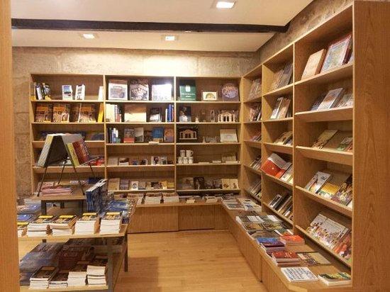 Foto de Tienda librería de La Catedral de Santiago ...